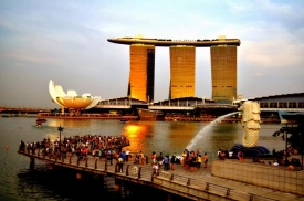 Singapore Marina Bay Sands and Art Science Museum.jpg