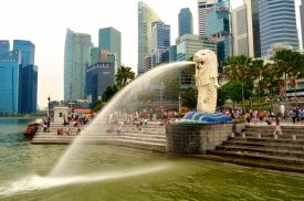 Statue with Singapore skyline in the background.jpg